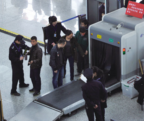 Tunnel Metal Detector X Ray Luggage Inspection Equipment With Conveyor Belt